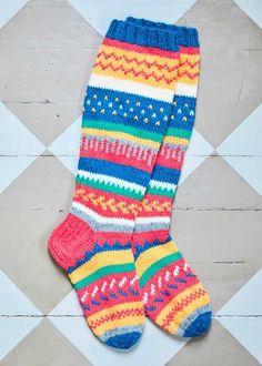 Helpot kirjoneulesukat | Meillä kotona Crochet Socks, Knitting Socks, Knit Crochet, Crocheting, Fashion, Tutorials, Knit Socks, Crochet, Moda