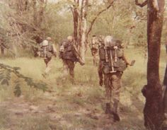 32 Bn with 25 to 30 kg on their backs Defence Force, My Heritage, Special Forces, South Africa, Army, African, Military, History, Historia