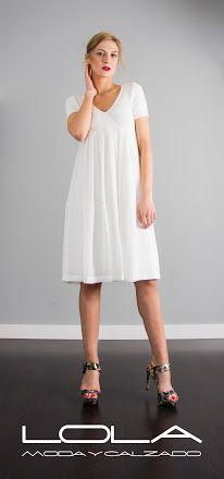 Al buen tiempo, buenos vestidos. Tu vestido blanco de algodón con falda de gasa por 165 €.  Pincha este enlace para comprar tu vestido en nuestra tienda on line:  http://lolamodaycalzado.es/primavera-verano-17/1363-twin-set-73gd.html
