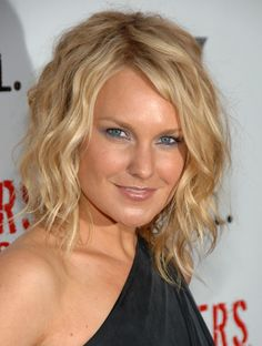 Google Image Result for http://www.yusrablog.com/wp-content/uploads/2010/11/Laura-Allen-Medium-Curls.jpg