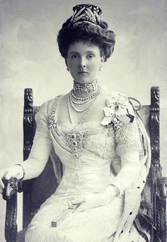 Grandchild of Queen Victoria - Princess Alice, Countess of Athlone . Longest-lived Princess of the Blood Royal of the British Royal Family & the last surviving grandchild of Queen Victoria. Royal Crowns, Royal Tiaras, Reine Victoria, Queen Victoria, Victoria Prince, Princess Victoria, Charles Edward, King Edward Vii, Prince Albert