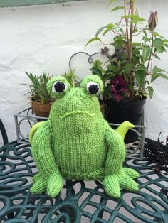Knitted Tea Cosies, Cottage Crafts, Low Light Plants, Tea Cozy, Cozies, My Tea, Low Lights, Teapots, Cosy