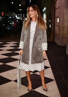 Sarah Jessica Parker stepped out in a heart-print dress, gray jacket, and sparkly pumps. Fashion Bloggers Over 40, Fashion For Women Over 40, Sarah Jessica Parker, Carrie Bradshaw Style, City Outfits, Trendy Outfits, Classic Style Women, Fashion Advice, Fashion Ideas