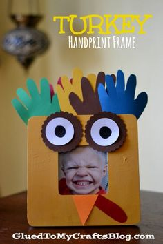 Turkey Handprint Frame {Kid Craft} - a great keepsake to make with the kids in honor of Thanksgiving (thanksgiving art) Thanksgiving Preschool, Thanksgiving Crafts For Kids, Halloween Crafts For Kids, Holiday Crafts, Thanksgiving Holiday, Fall Crafts, Thanksgiving Placemats, Nature Crafts, Cute Kids Crafts