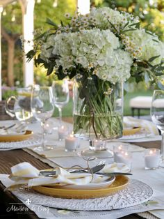 This charming, sunshiny table featuring summer flowers and pops of yellow is perfect for any summer event, from a casual lunch to a bbq night with friends, and it couldn't be easier!---> #maisondecinq summertable tablesettingideas tablescape summertablescape summertablesetting outdoorentertaining summerentertaining tablesetting yellowdecor summerdecor budgetdecorating entertainingideas Maine Wedding Venues, Wedding Vendors, Yellow Wedding Flowers, Wedding Colors, Yellow Weddings, Summer Flowers, Green Wedding, Yellow Flowers, Wedding Flower Arrangements