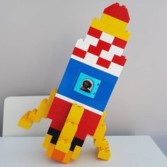 Here you see a rocket made of LEGO® Duplo, which we like from BRICKaddict. - toys for boys - Here you can see a rocket made of LEGO® Duplo, which was made by us BRICKaddict.de like! Lego Technic, Manual Lego, Pokemon Lego, Technique Lego, Van Lego, Diy And Crafts, Crafts For Kids, Lego Challenge, Lego Club