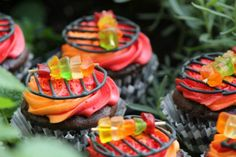 DIY Fathers Day Gift Ideas - Make the cutest GRILL CUPCAKES for Dad - the perfect dessert - Recipe and Tutorial via Frugal Mom Eh