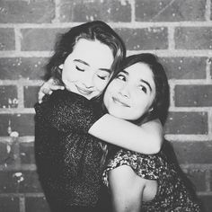 Rowan Blanchard and Sabrina Carpenter don't just play best friends on the hit show, Girl Meets World, but these co-stars actually are besties IRL! Best Friend Poses, Best Friend Pictures, Friend Photos, Prom Photos, Prom Pictures, Girl Meets World, Boy Meets, Cute Friendship Pics, Best Friend Photography