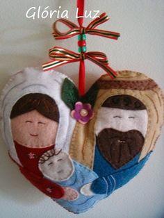 sagrada família em feltro                                                                                                                                                      Mais Nativity Ornaments, Nativity Crafts, Felt Christmas Ornaments, Christmas Nativity, Ornament Crafts, Handmade Christmas, Christmas Gifts, Nativity Scenes, Christmas Hearts