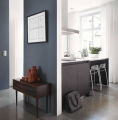 :: Blue wall :: like the gray/blue color Dark Accent Walls, Blue Walls, Home Decor Kitchen, Home Kitchens, Cocinas Kitchen, Living Comedor, House Inside, House Colors, Home Art