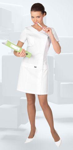 медицинские халаты модный доктор - Поиск в Google Nursing Wear, Nursing Dress, Nursing Clothes, Dental Uniforms, Work Uniforms, Nursing Uniforms, Spa Uniform, Salon Uniform, Uniform Ideas