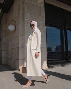 Abaya Style 409475791122431523 - Görüntünün olası içeriği: 1 kişi, ayakta Source by glokkuvvetli Modern Hijab Fashion, Hijab Fashion Inspiration, Muslim Fashion, Modest Fashion, Modest Dresses, Casual Dresses, Mode Outfits, Fashion Outfits, Dress Outfits