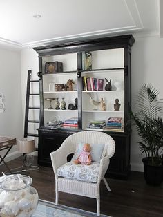 Okay, quick......black bookcase with white shelves/back    or white bookcase with black shelves/back?                Or color on the back: ...