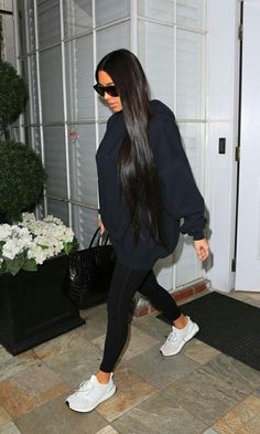 Style: Kim Kardashian Street Styles Total black look by . - Celebrity Style: Kim Kardashian Street Styles Total black look by Kim -Celebrity Style: Kim Kardashian Street Styles Total black look by . Looks Kim Kardashian, Kim Kardashian Pregnant, Estilo Kardashian, Kardashian Style, Kardashian Fashion, Kim Kardashian Leggings, Kim Kardashian Blazer, Celebrity Style Casual, Celebrity Style Inspiration