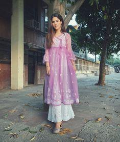 Casual Indian Fashion, Pakistani Fashion Party Wear, Indian Fashion Dresses, Indian Designer Outfits, Pakistani Outfits, Indian Bridal Outfits, Beautiful Dress Designs, Stylish Dress Designs, Simple Kurti Designs