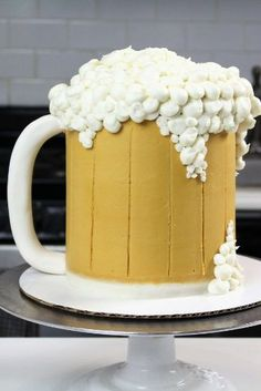 The ultimate summer cake idea - a beer mug cake! This recipe uses beer in the cake layers, which is so fun! It'd also be a great father's day cake idea day food cake Beer Mug Cake - Chelsweets Mini Cakes, Cupcake Cakes, Fondant Cakes, Cupcakes, Beer Mug Cake, Beer Cakes, Fathers Day Cake, Layer Cake Recipes, Summer Cakes