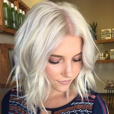 Platinum blonde. Textured lob haircut. Using BLNDN.