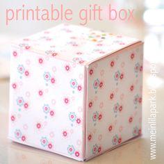 Free printable floral DIY gift box - ausdruckbare Geschenkbox - freebie | MeinLilaPark – DIY printables and downloads