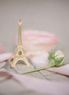 Eiffel Tower Place Card/ Photo Holder silver finish spray painted gold #weddingideas credits:  I take you weddings
