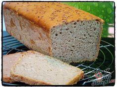Dnes už mnoho hospodyněk peče chleba a ostatní domácí pečivo z kvásku. Samozřejmě rychlejší a jednodušší je to pomocí klasického čerstvého nebo sušeného droždí, ale věřte, že chléb z kvásku jak to dělávali naše babičky je to pravé ořechové. Kvásek sice musíte připravovat déle, aby byl vhodný k pečení a musíte se o něj pečlivě starat a přikrmovat ho, ale výsledek stojí určitě za vyzkoušení. Žitný, pšeničný, pivní nebo jiný chlebíček dělávám doma velmi často a v obchodě jsem už pečivo nekoupil... Kefir, Banana Bread, Food And Drink, Pizza, Baking, Basket, Straws, Bakken, Backen