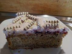 Joghurt-Nuß-Kuchen mit Wild Preiselbeeren & Zimt-Preiselbeer-Sahne Creme + Schoko-Splits aus weisser Schoki & Zebra-Röllchen ♡♥