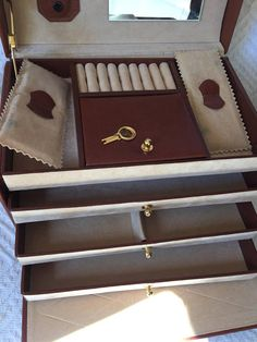 If youre looking for a gift for her or a gift for mom, THIS IS IT!! I love this little Vintage Vanity Case, it would be a sweet jewelry organizer or a cute make up bag, Oh my goodness what a find, this little case looks like its never been used. I bought it off an older French lady who was the original owner and she said its been in her cupboard for decades! They were of an age, (it was a couple in a local flea market selling it) that they didnt trust my 50euro note in case it was a scam, so…