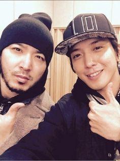 ( Foto / Selfie ) El cantante de Corea del Sur del grupo CNBLUE Jung Yong Hwa revela una foto sin maquillaje junto a un famoso cantante | Espacio Kpop