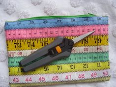 Ric-Rac: Tape measure pouch tutorial.