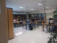 Sala de lectura de la  Nueva Biblioteca Campus-  Cartuja Conference Room, Bar, Table, Furniture, Home Decor, Reading Room, Organize, Decoration Home, Room Decor