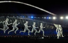 Performers dressed as ancient greek statues/Opening Ceremony 2004 Athens