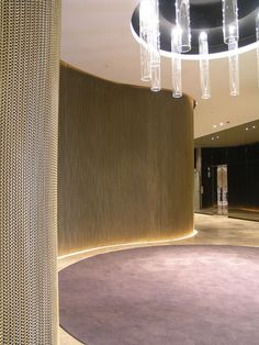Wire mesh curtains in brass. Full feature wall at Condor Towers, Hilton Adelaide. Atrium Design, Lobby Design, Home Interior Accessories, Foyer Flooring, Metal Curtain, Curved Walls, Curtain Designs, Hospitality Design, Commercial Interiors