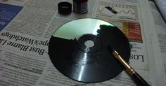 She paints her old CDs with black paint. She paints her old CDs with black paint. Recycled Cd Crafts, Old Cd Crafts, Recycled Glass, Diy Crafts, Art Cd, Marie Von Behrens, Diy Wall Art, Art Plastique, Oeuvre D'art