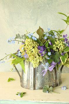 Tea pot with flowers