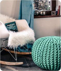Kedvenc lábtartónk :) Haboo, smaragd színben. / Our favorite knitted pouffe: Haboo in emerald.