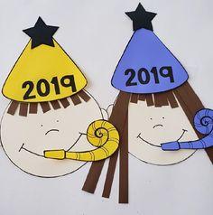 Ένα βιβλιαράκι δραστηριοτήτων για τη νέα χρονιά!  Υποδεχόμενοι τη νέα χρονιά, ας θέσουμε μαζί με τα παιδιά κάποιους από τους στόχους μας για το 2019. Στο αρχείο pdf θα βρείτε 13 εκτυπώσιμες σελίδες με πολύ απλές δραστηριότητες ζωγραφικής, γραφής και μαθηματικών, καθώς και χαρτοκολλητική.    Εκτυπώστε τις σελίδες που πρέπει