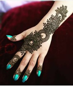Mehndi is used to draw beautiful patterns on the hands. Mehndi is a temporary decoration of hands and feet of women and girls that have been a ritual for many decades. Henna Hand Designs, Mehandi Designs, Mehandi Design For Hand, Simple Arabic Mehndi Designs, Latest Mehndi Designs, Bridal Mehndi Designs, Henna Tattoo Designs, Unique Henna, Tattoo Ideas