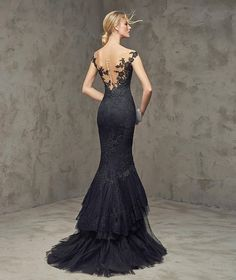 FUVIAL- Petit pois tulle mermaid dress with lace appliqués. Bodice with sheer overlay in illusion tulle embellished with lace appliqués on the front and back. Mermaid skirt with tulle and lace ruffles. Black dress with low back.