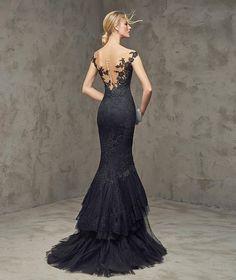 FUVIAL -  Vestido de fiesta negro con escote en la espalda | Pronovias