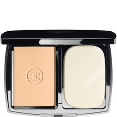 Chanel Mat Lumiere Perfection Long-Wear Flawless Compact Powder Makeup in 10 Beige Chanel Foundation, No Foundation Makeup, Powder Foundation, Perfect Foundation, Chanel Lipstick, Chanel Makeup, Lipstick Dupes, Perfume, Best Powder