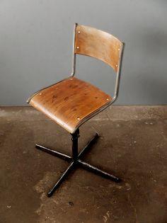 Vintage Stühle - Fabrikstuhl: echtes Industriedesign 60er Jahre - ein Designerstück von worksberlin_com bei DaWanda