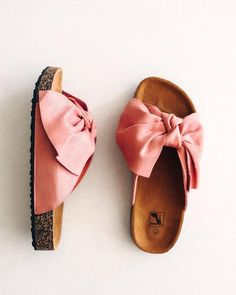 Discover recipes, home ideas, style inspiration and other ideas to try. Cute Sandals, Slide Sandals, Cute Shoes, Me Too Shoes, Shoes Sandals, Birkenstock Sandals Outfit, Birkenstocks, Open Toe Espadrilles, Bow Slides