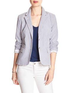 white skinny jeans + navy v neck tee + seersucker blazer