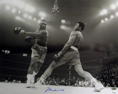 Muhammad Ali and Floyd Mayweather jr . Mohamed Ali, Kentucky, Floyd Patterson, Muhammad Ali Boxing, Pacquiao Vs, Photo Star, Float Like A Butterfly, Floyd Mayweather, Sport Icon