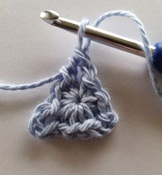 Triangle tutor    Round 1 SC    spincushions.com/crochet-bunting-pattern/