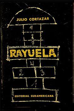 En Centroamérica se le llama «rayuela» al juego del «avioncito». Dependiendo de la región, tiene variantes tanto en su diseño como en la forma de jugarlo.