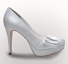 Sapato feito especialmente para as noivas