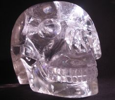 ✿ Amar ✿ Tibetan Buddhist Monks used this crystal skull for healing and divination. Healers and oracles were centered in the monasteries, and were responsible for identifying the afflictions of their surrounding community. Tibetan Quartz is also believed to facilitate access to the Akashic Record.