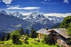 L'Oberland Bernoise est une très belle région au sud de la Suisse. Les montagnes et les vallés font une vue parfaite. Si j'étais riche, je viverai ici!!