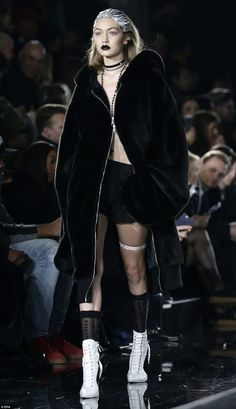 Rihanna brings in sisters Gigi and Bella Hadid at her runway show Fastened tight! Hadid went shirtless and kept the coat zippered together at a small portion along the frontside as she modeled the ensemble Dark Fashion, High Fashion, Fashion Show, Fashion Outfits, Fashion Design, Ny Fashion, Dolly Fashion, Podium, Runway Fashion