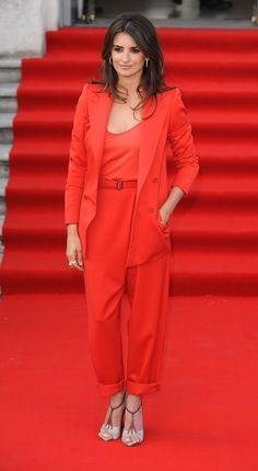 loving pants suits at the moment Plus Size Chic, Red Suit, Penelope Cruz, Professional Look, Contemporary Fashion, Get The Look, Street Style Women, Lady In Red, Stylish Outfits